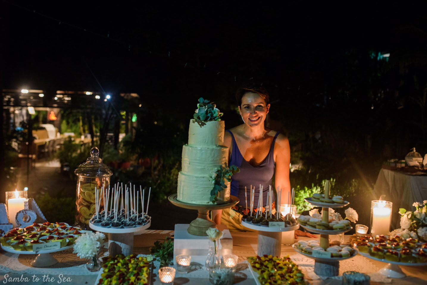 Wedding cakes in Tamarindo, Costa Rica. Photographed by Kristen M. Brown, Samba to the Sea Photography.