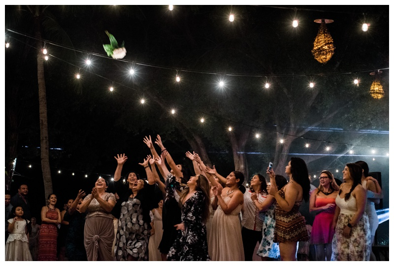 Bouquet toss at Pangas Beach Club in Tamarindo, Costa Rica. Photographed by Kristen M. Brown, Samba to the Sea Photography.