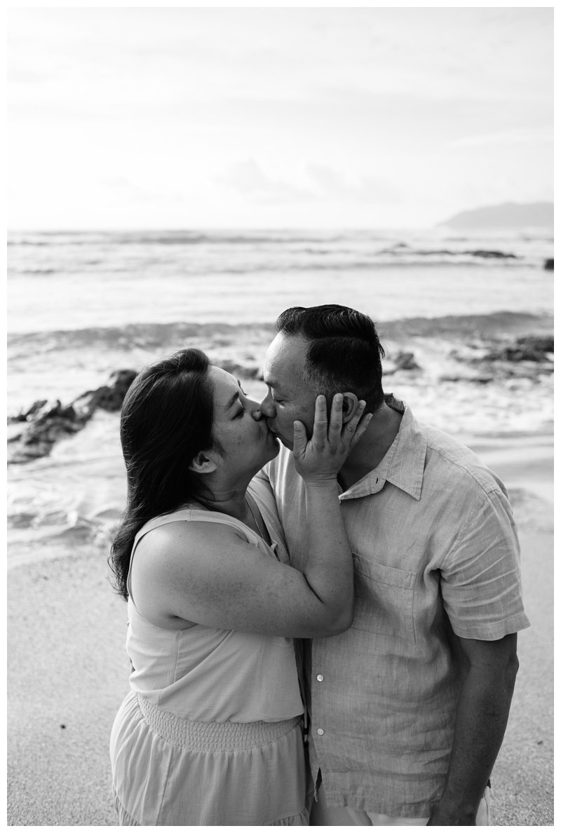 Mom and dad kissing during their Calu Luna Playa Langosta Costa Rica family photos. Photographed by Kristen M. Brown, Samba to the Sea Photography.