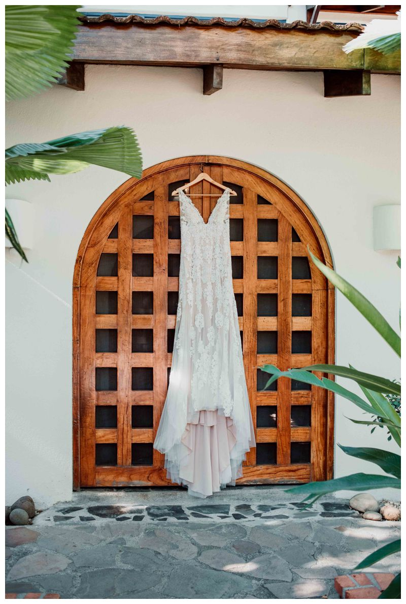 Justin Alexander wedding dress. Beach wedding in Tamarindo Costa Rica at Langosta Beach Club photographed by Kristen M. Brown, Samba to the Sea Photography.