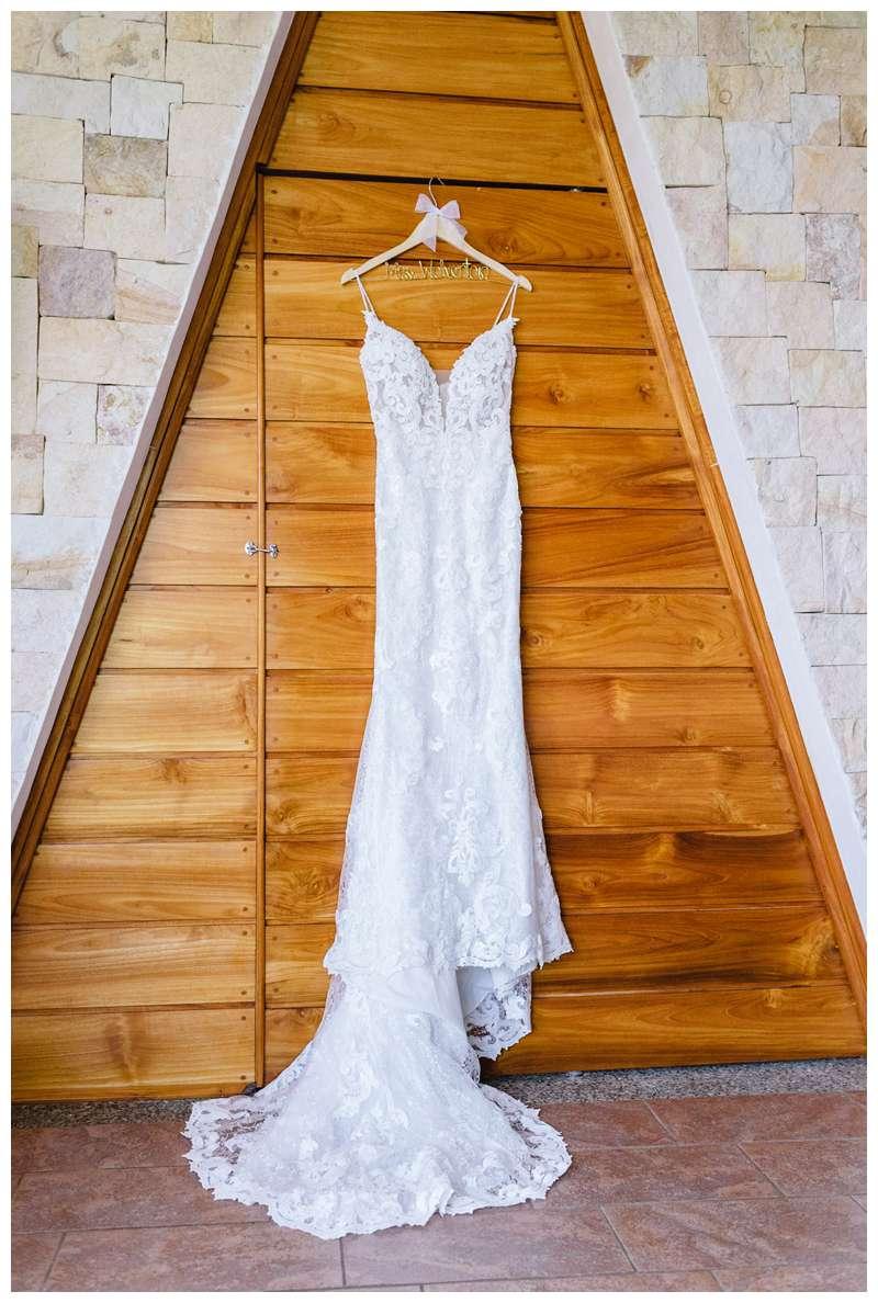 Beautiful wedding dress. Destination wedding in Manuel Antonio Costa Rica at Villa Punto de Vista.